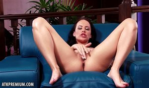 Katie St Ives licks feet and masturbates