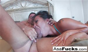 Hot Asian babe squirts in hardcore fuck